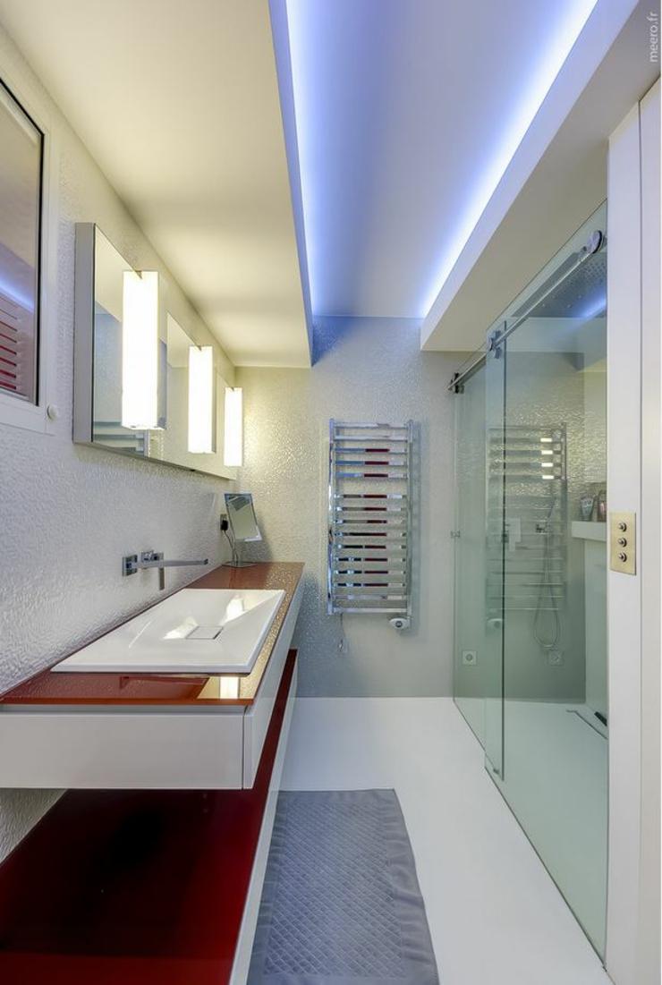 Appartement de luxe avec une vue imprenable sur paris for Petite salle de bain en longueur