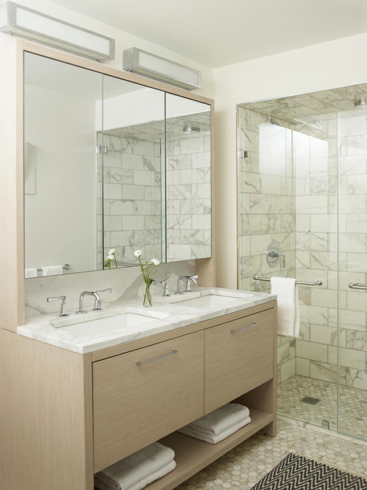Petit appartement design au c ur de manhattan vivons maison for Photos de douche moderne