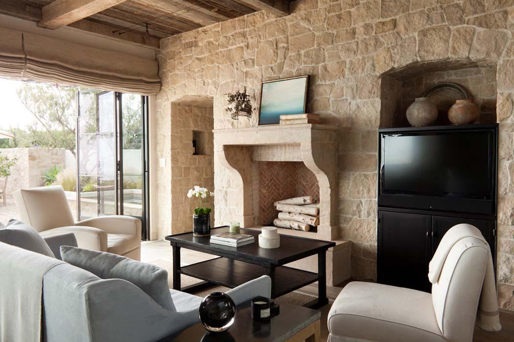 free un design intrieur rustique avec des murs en pierre et de belles poutres apparentes with belle maison interieur design with maison en pierre design
