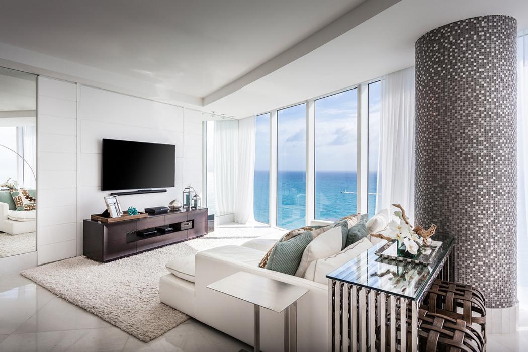Appartement de luxe avec belle vue sur l eau situ sur la for Amenager un grand salon