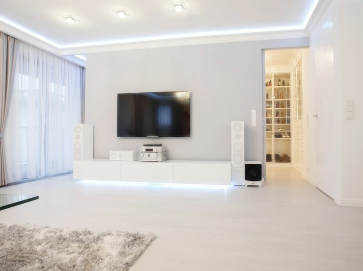 Appartement moderne au design pur en blanc varsovie for Decoration de sejour design