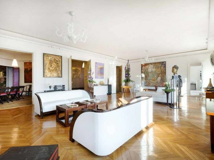 immobilier de luxe avec vue sur la tour eiffel vivons maison. Black Bedroom Furniture Sets. Home Design Ideas