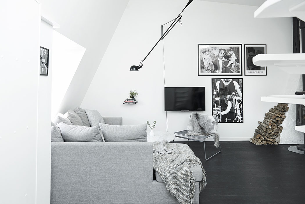 Bel appartement moderne sous le toit au design scandinave for Sejour design blanc