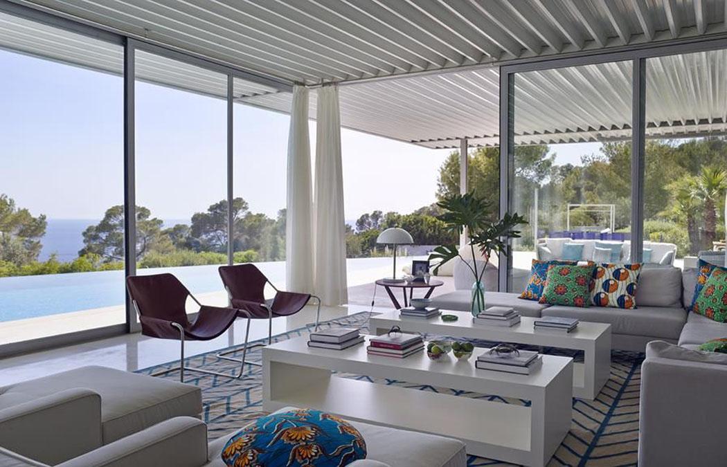 Magnifique maison de vacances moderne situ e ibiza for Deco sejour voilage