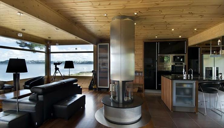 Maison en bois construite en Bretagne au design intérieur moderne ...