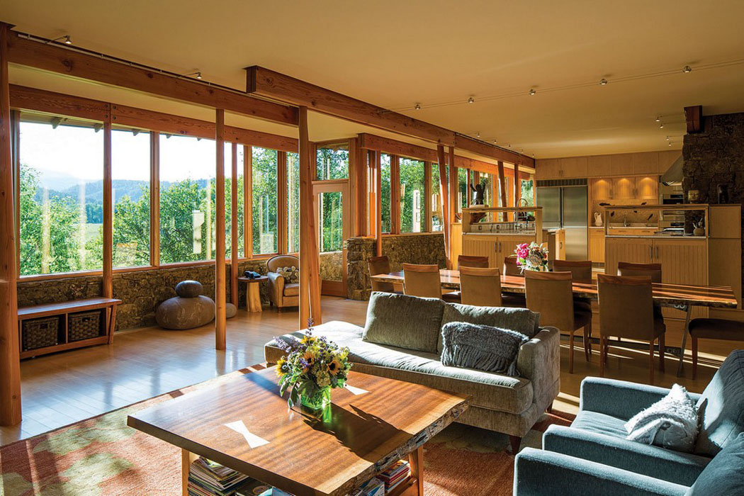 Moderne et accueillante maison en bois au c ur de la for La maison home accessories