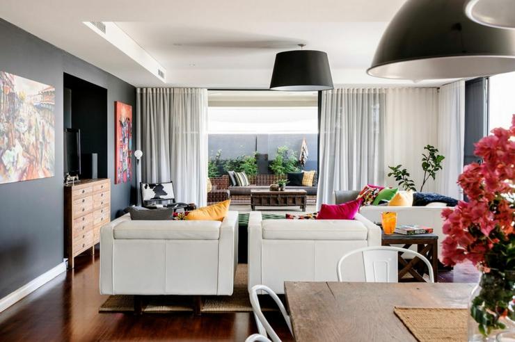 Séjour de cette maison moderne familiale de ville pièce principale de vie déco éclectique