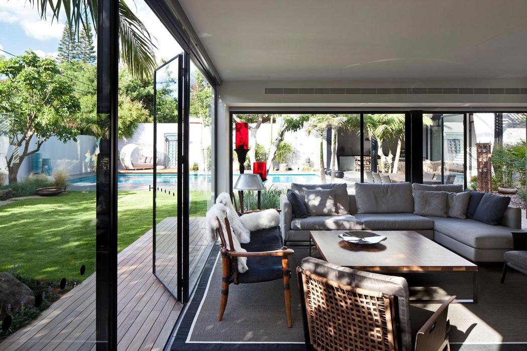Maison de ville sympa totalement r nov e au c ur de tel for Pavillon de jardin moderne