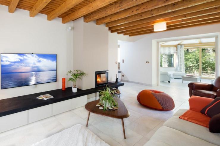 ancienne maison r nov e au bord du lac d annecy vivons maison. Black Bedroom Furniture Sets. Home Design Ideas