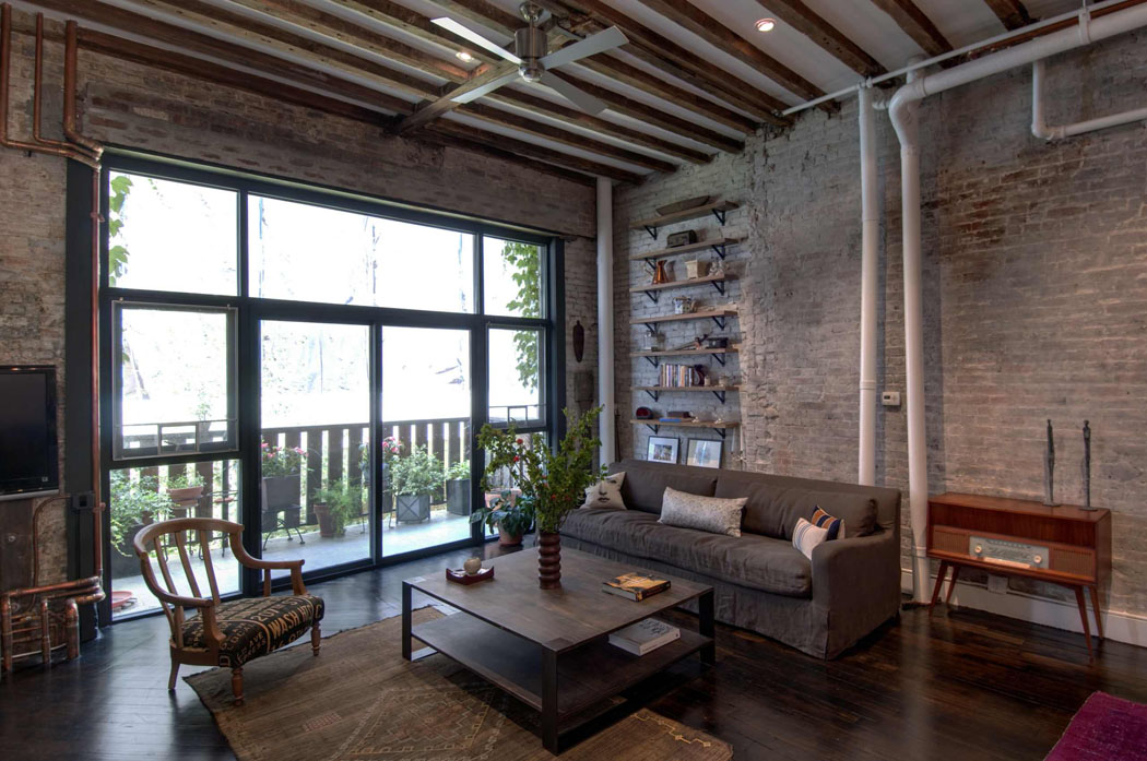 Agr able loft industriel brooklyn au caract re clectique affirm vivons - Appartement style loft ...