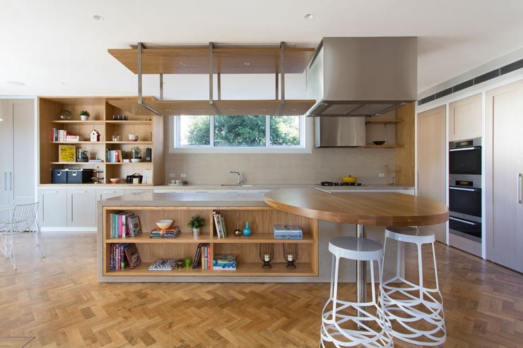 Belle maison moderne et citadine melbourne australie for Table cuisine rangement integre