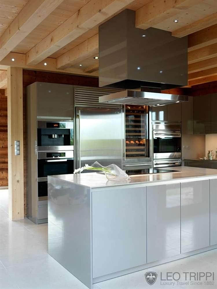 Chalet en bois luxueux pour les amoureux de la montagne - Cuisine rustique et moderne ...