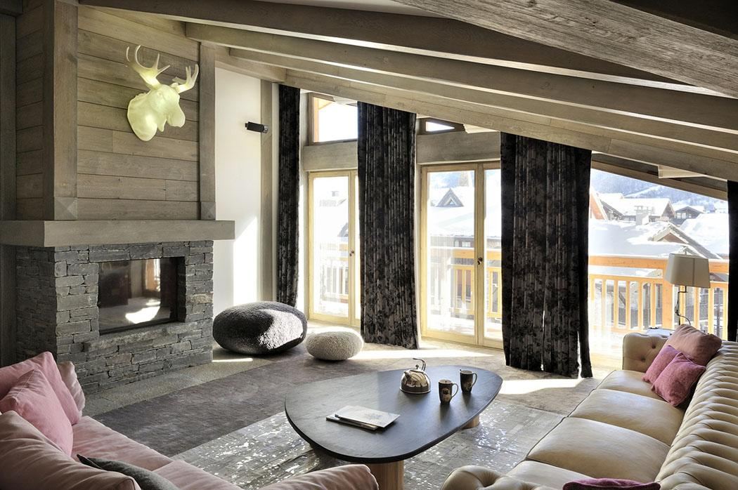 Design intérieur élégant rustique avec vue