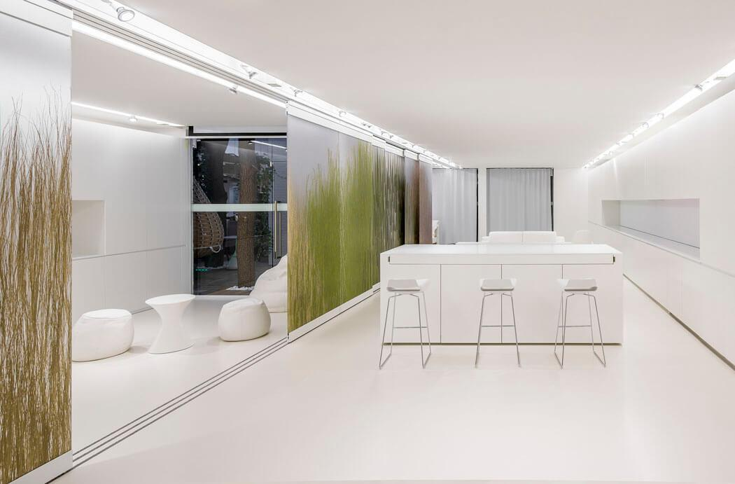 Appartement design futuriste du minimalisme pouss la for Salle a manger futuriste