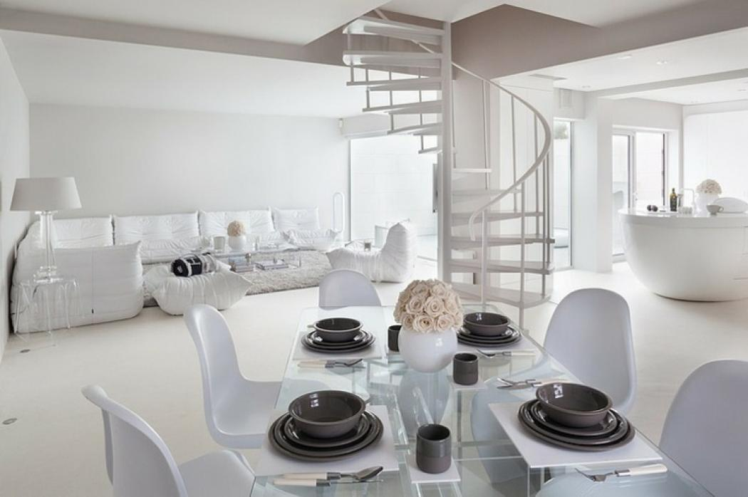 Maison de ville l am nagement int rieur en blanc for Amenagement design interieur