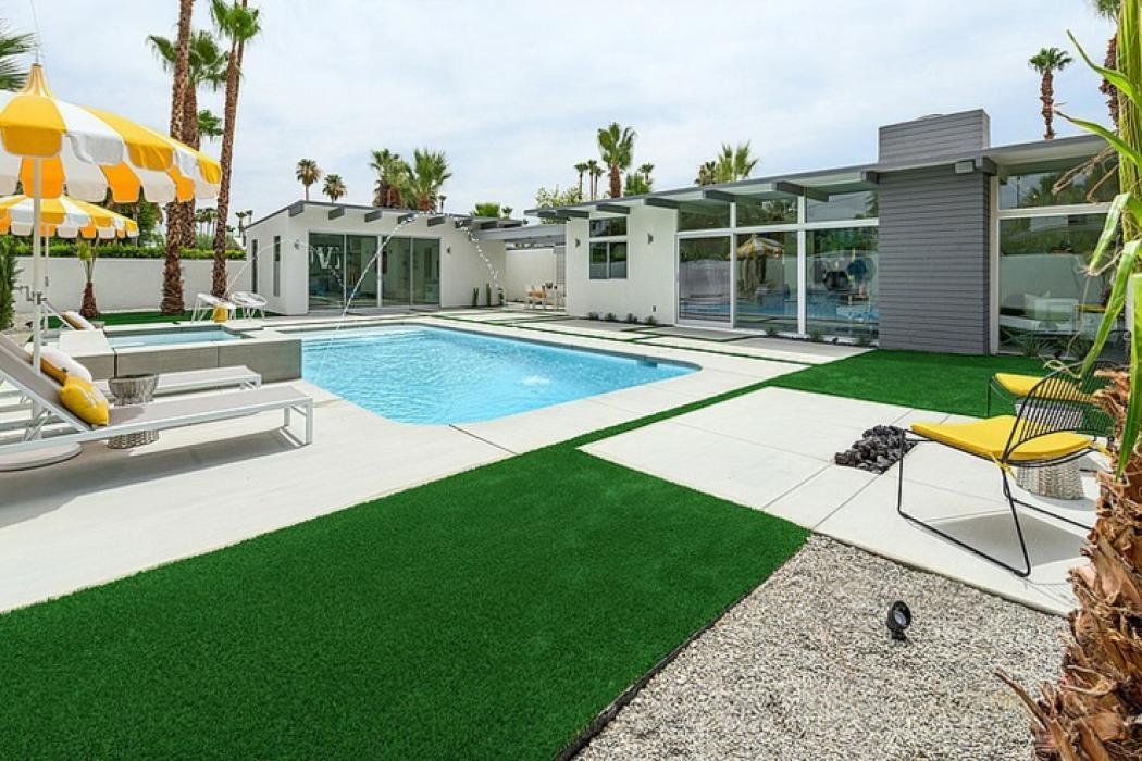 Belle demeure contemporaine californienne palm springs - Maison plain pied deco orientale palm springs ...