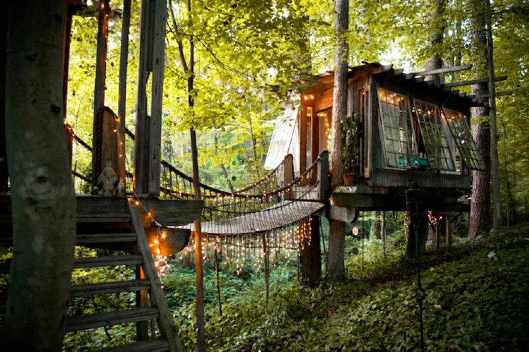 maison rustique dans les arbres atlanta