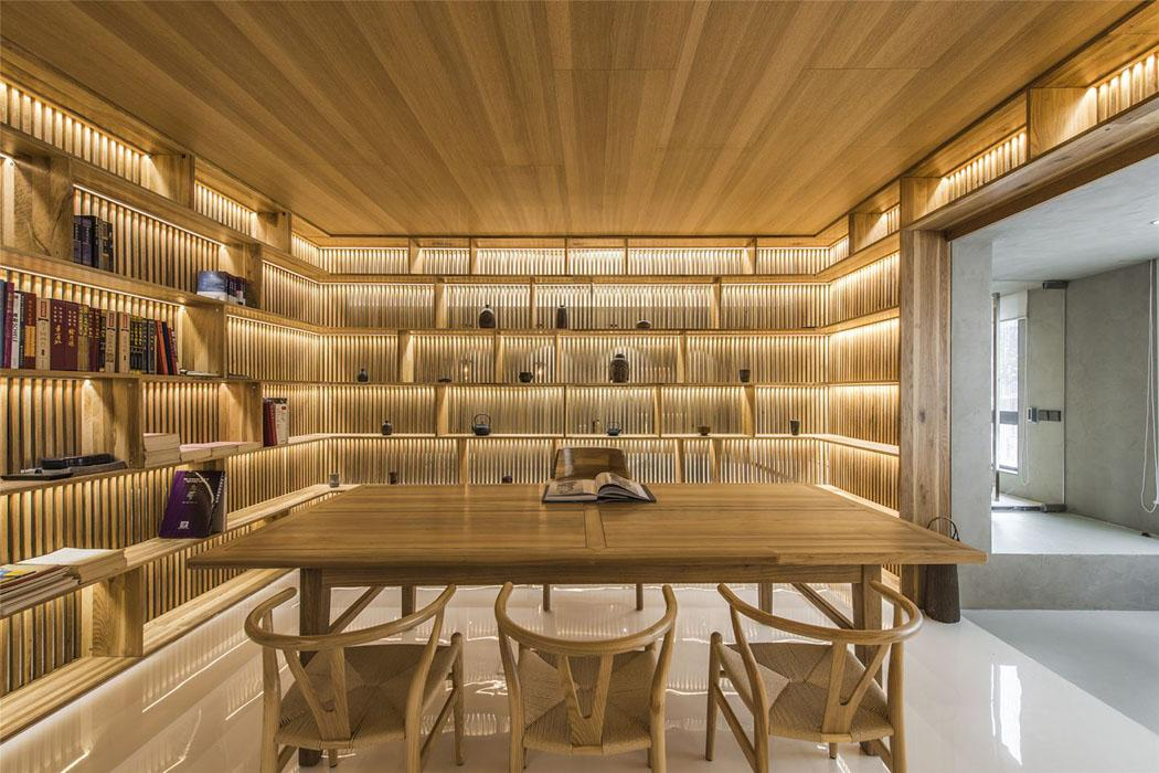 Original design intérieur où les meubles de chêne sont les ...