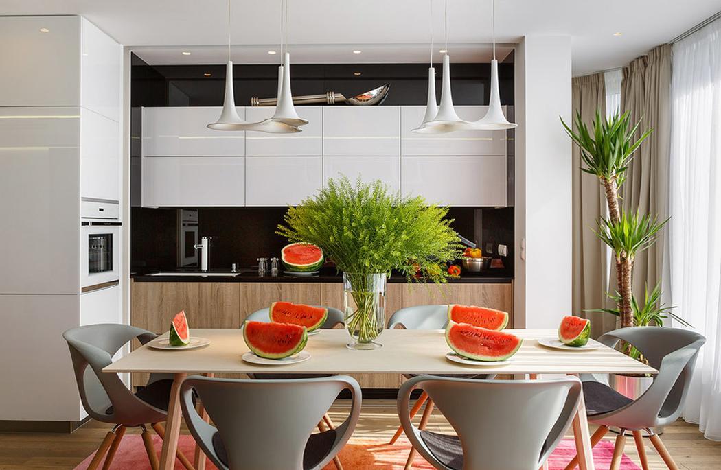 Appartement de ville au design intérieur très haut en couleur