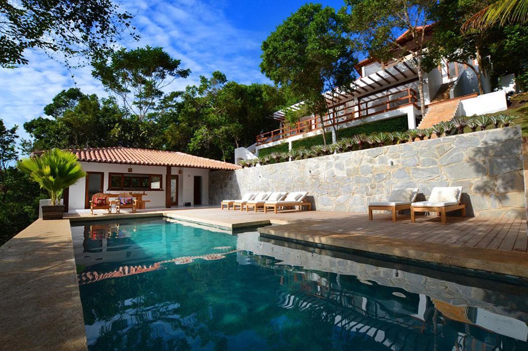 Belle villa louer au c ur de la for t exotique for Belle architecture villa