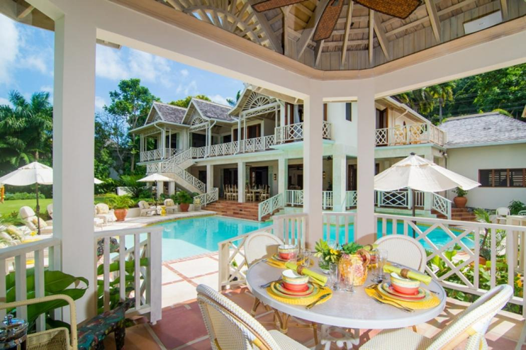 Villa de r ve pineapple tryall en jama que vivons for Salle a manger de reve