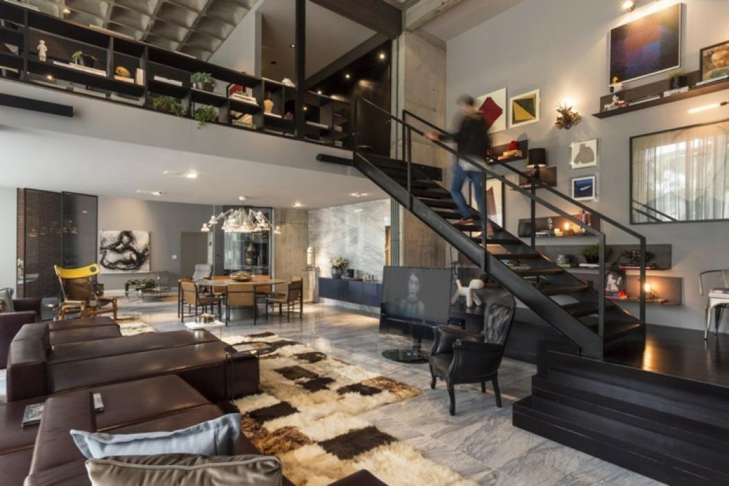 loft au design clectique en guise de villa de vacances. Black Bedroom Furniture Sets. Home Design Ideas