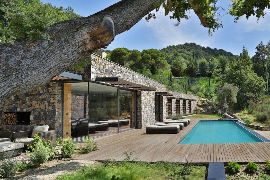 Magnifique villa moderne de plain pied situ e sur les for Maison italienne architecture