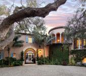 Maison classique luxe vue extérieur