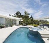 superbe terrasse avec piscine extérieure de luxe