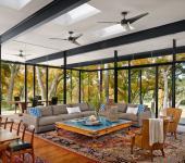 Intérieur luxueux et lumineux de maison moderne