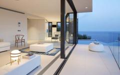 façade vitrée maison moderne vue sur mer