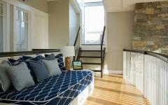 mezzanine aménagée avec lit
