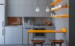 cuisine ouverte en gris et jaune
