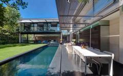 piscine grande longue extérieure jardin maison