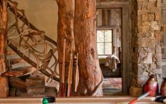 séjour billard intérieur rustique bois brut maison
