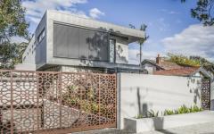 résidence familiale à trois niveau moderne et contemporaine