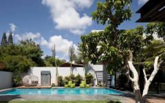 piscine extérieure de luxe maison de ville