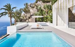 belle piscine extérieure terrasse avec vue sur la mer