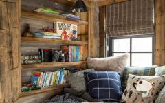 coin lecture dans les combles maison rustique de vacances