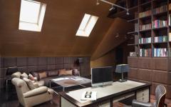 bureau en bois massif aménagé combles de la maison