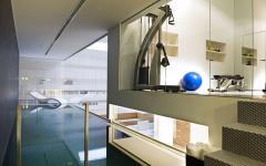 piscine design intérieure luxe loft