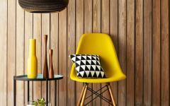 entrée originale en jaune chaise eames