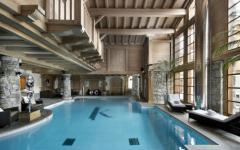 piscine intérieure chalet de ski luxe Alpes