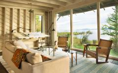 baie vitrée fenêtres lac nature chalet