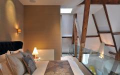 belle chambre sous le toit triplex de ville