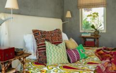 Déco design artistique multicolore de cette chambre