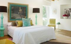 ameublement éclectique multicolore chambre