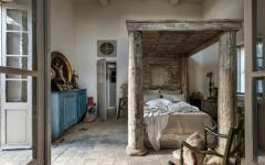 chambre originale au lit couvert