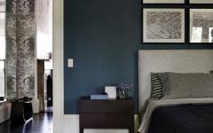 chambre aux couleurs foncées