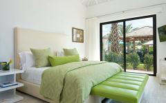 chambre décorée en blanc et vert